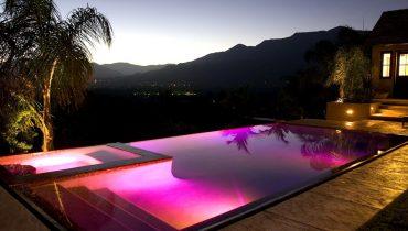 Como ambientar una piscina con lámparas